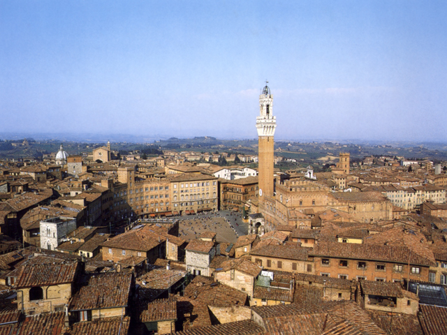 Veduta aerea di Siena, al centro Piazza del Campo