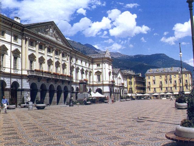 Aosta: il Municipio in piazza Chanoux