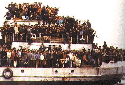 Profughi albanesi in rotta verso l'Italia