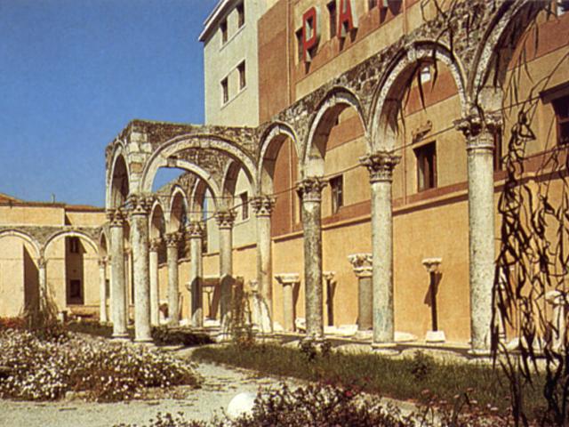 Resti di un colonnato veneziano del sec. 15° a Durazzo