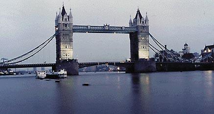 Il Tower Bridge sul Tamigi, a Londra