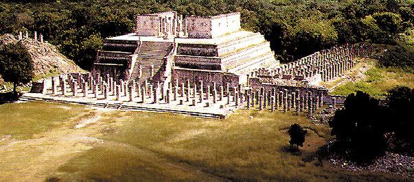 Il tempio dei Guerrieri e le 1000 colonne nel sito archeologico di Chichen Itza