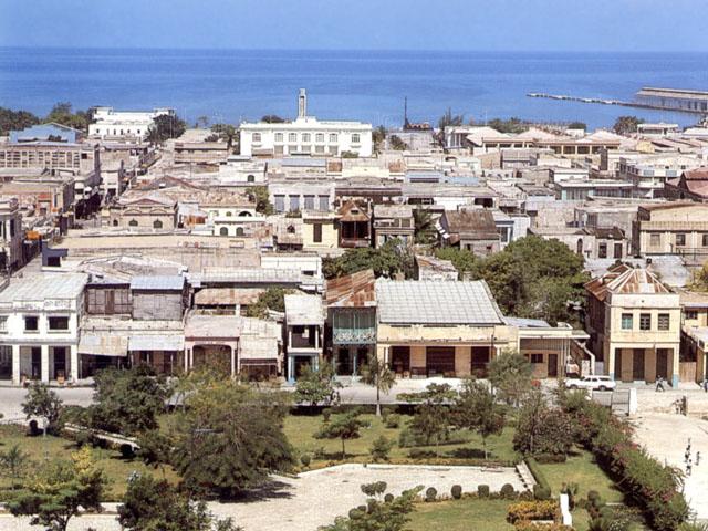 Port-au-Prince: veduta da Piazza della Cattedrale verso la baia