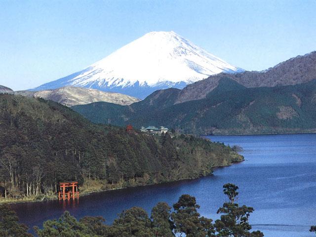 La cima innevata del monte Fuji (3.776 m), in Giappone