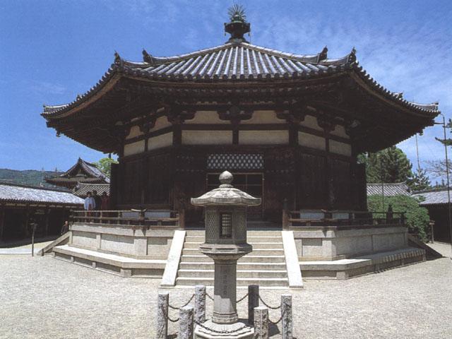 Yumedono (Sala dei sogni) ottagonale dell'Horyuji a Nara (Giappone)