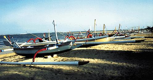 BAli Imbarcazioni tipiche indonesiane