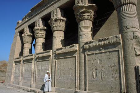 Il mammisi romano nel recinto del tempio di Hator a Dendera età augustea.
